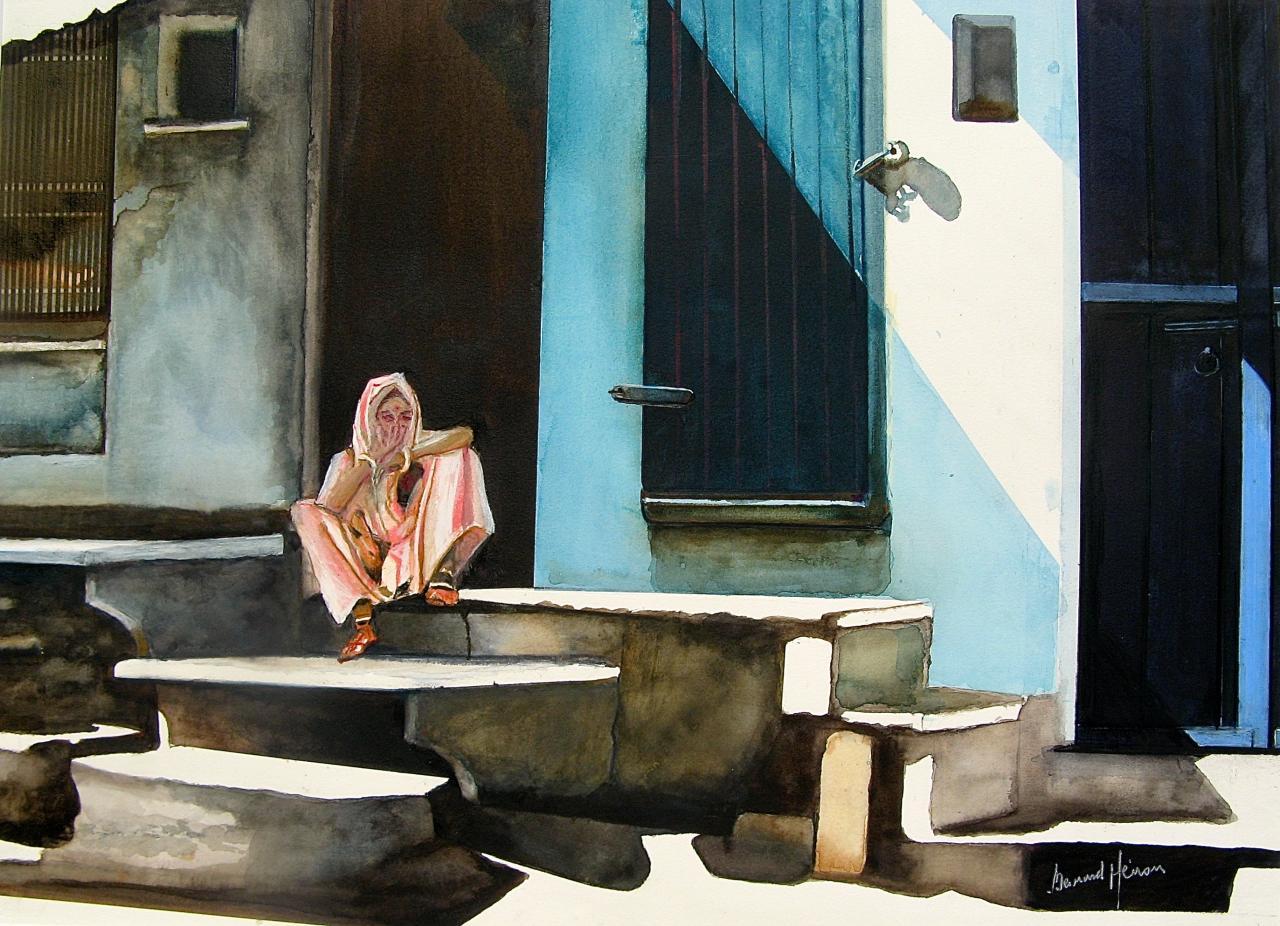 Udaipur (Inde) une femme devant sa maison